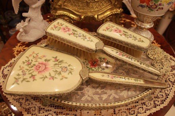 【家與收藏】賠售特價稀有珍藏歐洲百年古董英國古典優雅蕾絲刺繡梳妝手妝鏡梳