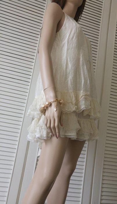 【Celine♥ 大顆施華洛世奇水鑽削肩米色蛋糕裙秀服 】合購Celine外套有優惠