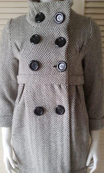 Entermite法國女孩樣黑白人字紋魚骨紋大黑圓釦可愛高腰花苞式洋裝款大衣