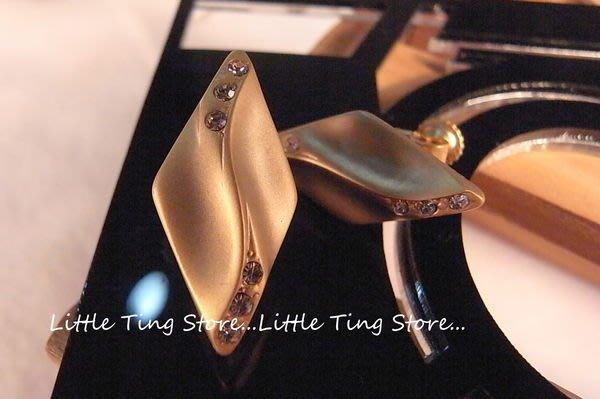 Little Ting Store:施華洛世奇SWAROVSKI霧面金色底水波菱形水鑽螺旋夾式貼耳耳環耳夾
