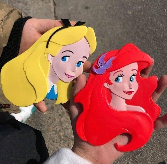 韓國迪士尼正版公主手拿鏡2款可選  小美人魚 愛麗絲  隨身鏡美容鏡補妝鏡