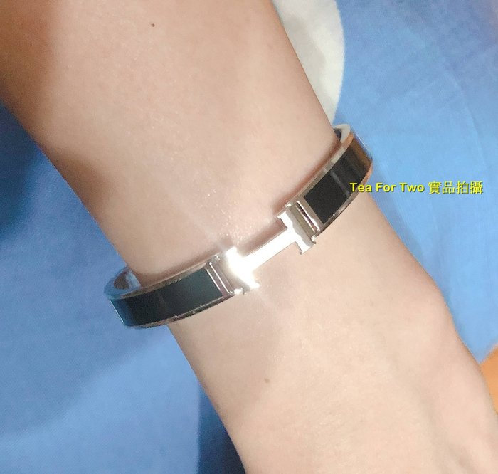 韓國正品(現貨) - H字黑邊銀手環,時尚流行款