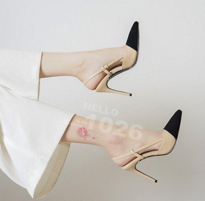 ++1026++歐美氣質款 細帶一字帶繫帶 淺口露趾 側邊鏤空細跟高跟鞋 拼色裸色類真牛皮質 小香風尖頭一字帶高跟涼鞋