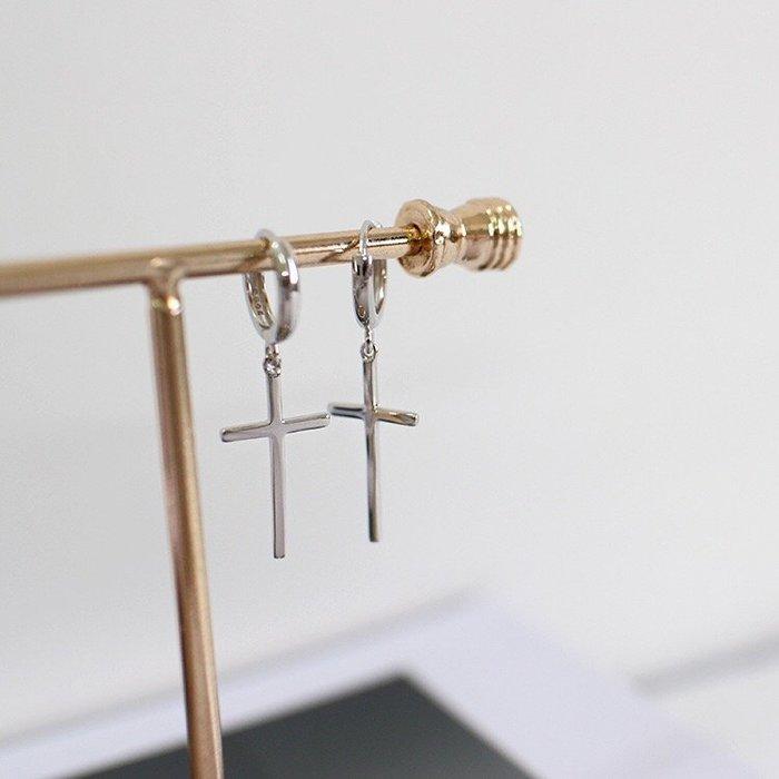 《現貨》925純銀 個性時尚十字架純銀耳環 極簡光面十字架吊墜素銀光面耳針 生日情人節 聖誕節 Baonizi