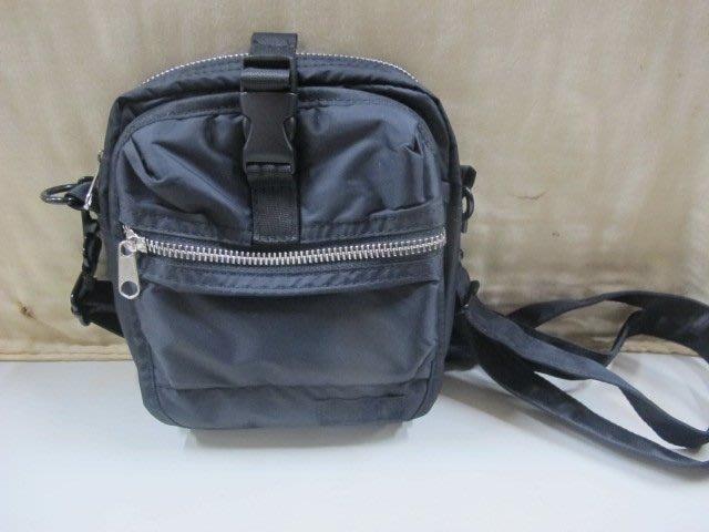 二手鋪 NO.4207 黑色素面側背包 尼龍斜背包 休閒包