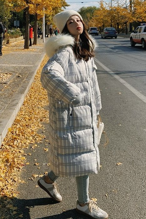 ☆MISS.STORE☆韓版冬季新款保暖過膝長版格紋毛領連帽棉服外套(二色)~預購+現貨