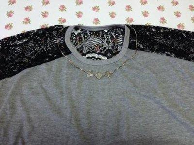 全新品 灰色T恤點綴黑色蕾絲休閒流行的組合 喜歡mango zara iroo moma參考