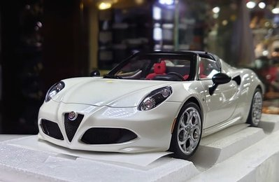 Autoart 1/18。Alfa Romeo 4C spider。白敞。原盒