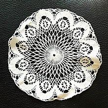 歐洲老件手織蕾絲,售680元。