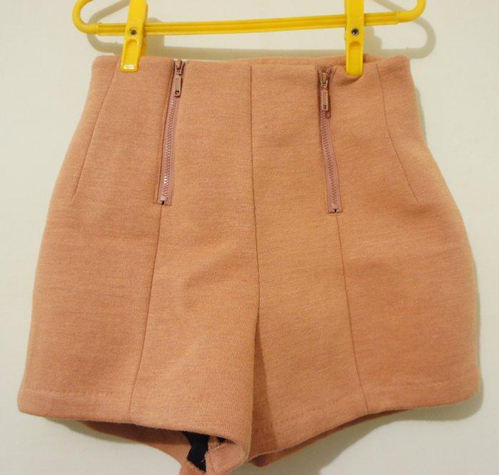 出清特賣-(全新 B362) 好看硬挺咖啡色秋冬短褲(高腰) - 超好看