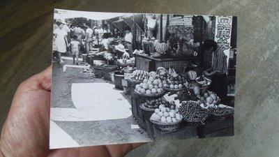 台灣早期水果攤老照片--有糖果罐