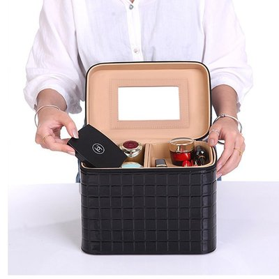 5Cgo【鴿樓】會員有優惠 541334029160 手提大容量化妝箱化妝品收納包防水韓國旅行便攜專業多層化妝包盒