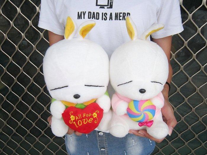 婷芳小舖~可愛賤兔玩偶 流氓兔娃娃~高27公分~賤兔娃娃 坐姿抱心賤兔 小白兔玩偶~兔子娃娃~生日情人禮物~全省配送