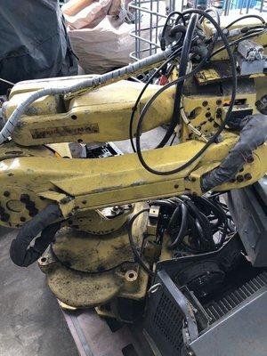 Fanuc M-6i 機械人機械手臂 控制箱