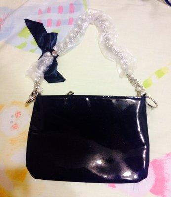 ~黑色  珍珠 化妝包~ ,附珍珠蝴蝶提鍊及黑色防塵袋, 100,只有1個