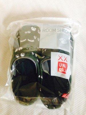 Uniqlo 塗鴉大師KAWS推出UT KAWS聯名系列 家居拖鞋 M尺寸~21~24cm 特價:399元 全新產品