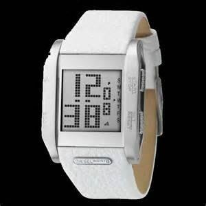 [永達利鐘錶 ] DIESEL方型銀殼電子皮帶錶 DZ7088/ 40mmX35mm