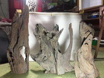 【春富軒】 奇木一批,外型古樸有意境,難免會留下歲月的痕跡,能接受再請下標。