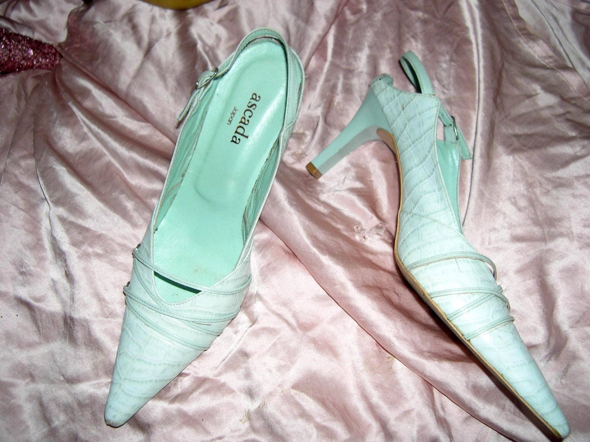 @╮全面淨空大特賣╭@五十一元亂亂標~~優雅淺綠色時尚高跟鞋