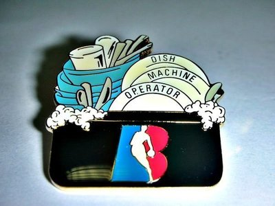 L集.(企業寶寶玩偶娃娃)全新附袋NBA美國職籃DISH MACHINE OPERATOR勳章/徽章/紀念章!
