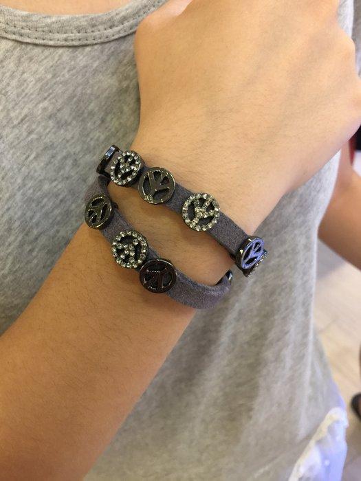 【江南小舖】正韓-皮繩鈕釦鑲鑽手環