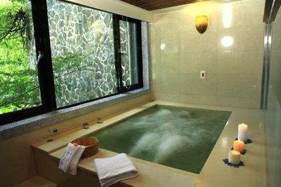 休閒JACK *【烏來】雲頂溫泉行館 - 2小時套房, 泡湯休憩 (大床+大湯池)+飲料