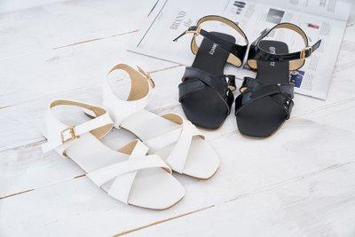 ☆(( 丫 丫 Sweety )) ☆。大尺碼女鞋。新潮少女時尚涼鞋718-2 黑/白 因武漢肺炎來個促銷價