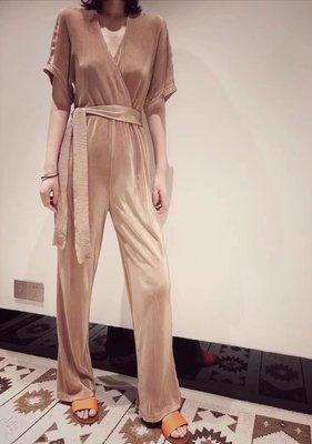 《巴黎拜金女》面料定制壓褶V領設計腰部繫帶連體褲