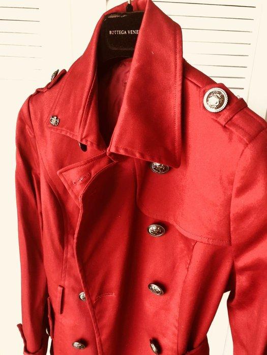 全新吊牌 Knights Bridge 紅色經典及臀短大衣
