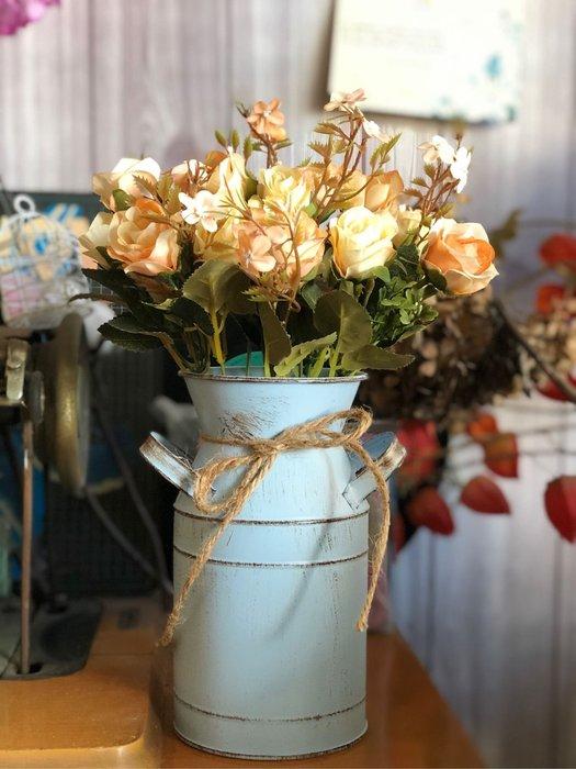 彩色 牛奶桶 台灣 現貨 鐵皮 花器 花瓶 花盆 插花 乾燥花 仿真花 麻繩 批發 花木馬 粉色 白色 藍色 綠色 復古