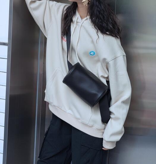 FINDSENSE X 韓國 女士 時尚百搭 多功能戶外運動包  圓筒包 斜挎包 側背包 單肩包