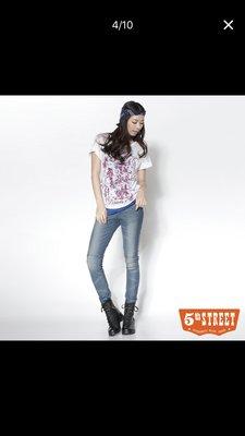 畹畹小舖EDWIN   5th STREET 纖細美型 針織清涼剪接窄直筒牛仔褲-女款(酵洗藍) 台南市
