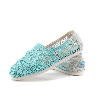 GOGO SHOP╭TOMS淑女風新款漸層花朵蕾絲鏤空鉤花蕾絲款 金蔥亮片條紋休閒帆布鞋❤兩雙免運❤