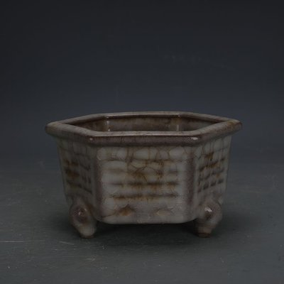 ㊣姥姥的寶藏㊣ 南宋官窯米黃冰裂釉六方三足香爐  出土古瓷器古玩古董收藏品