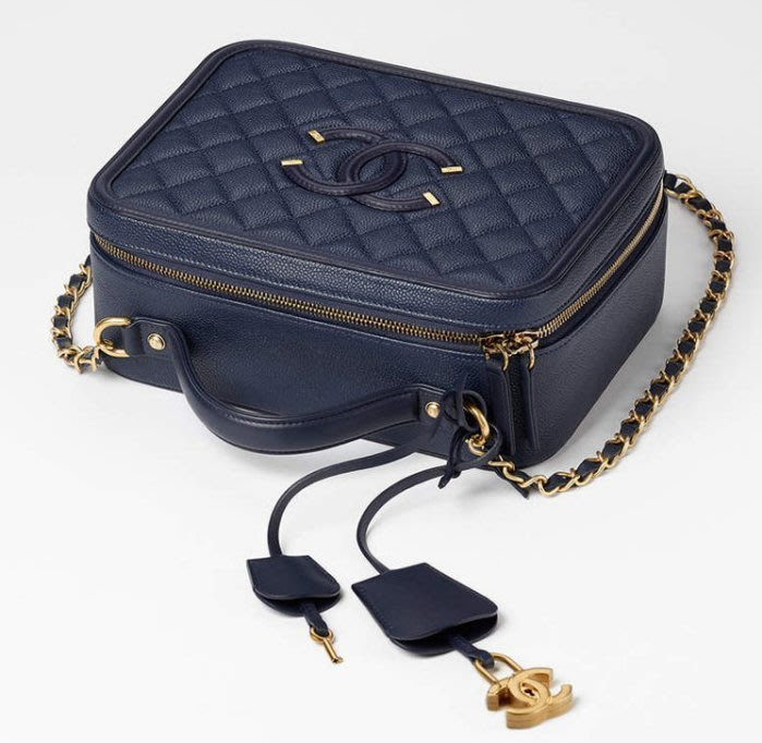 Chanel A93344 CC Filigree Vavnity Case Bag 中型荔枝紋鍊帶包藍 005a66465117c