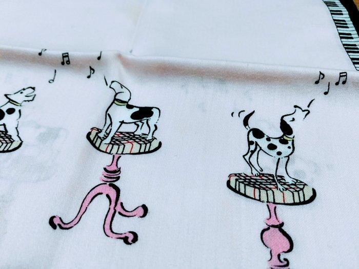 【絕版品】BURBERRY 歌唱狗兒 時尚仕女手帕 (粉紅色) (有一點污漬,不介意再買)