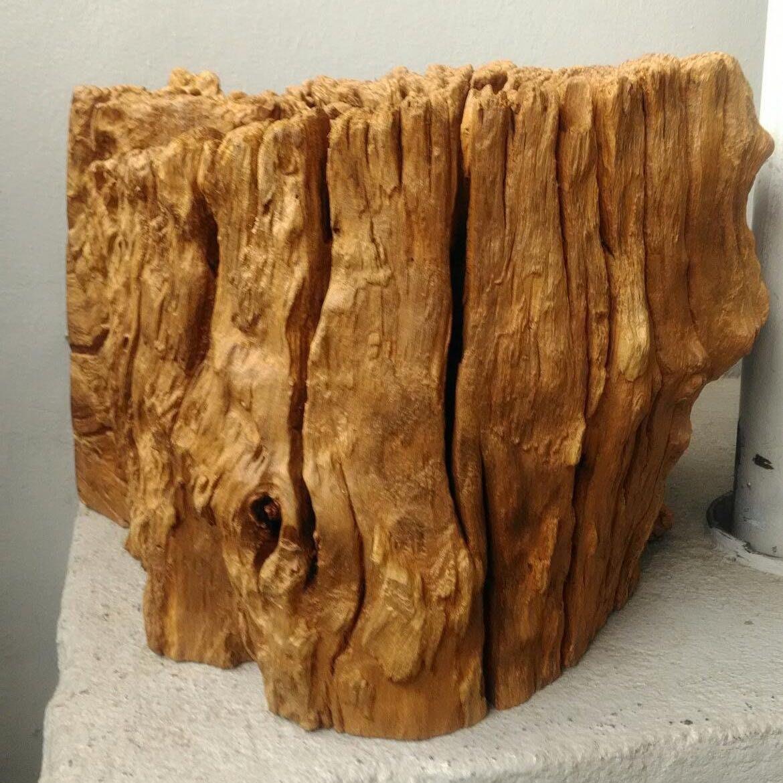 台灣虎斑紋黃連風化木座,很重。