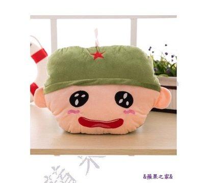&蘋果之家&現貨-會發熱的暖手抱枕-超萌綠帽小兵USB充電暖手抱枕(遠紅外線發熱-無需注水喔!)附贈精美禮袋喔!^^