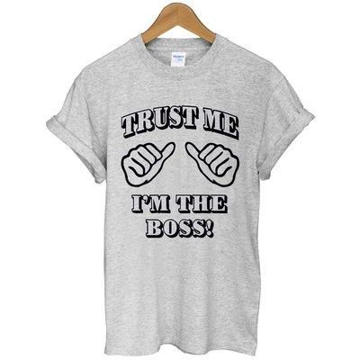TRUST ME BOSS短袖T恤-2色 相信我我是老闆 英文字母文字趣味t-shirt特價$390 gildan