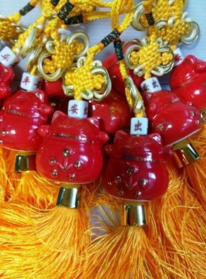 東大居家-出清商品陶瓷招財貓吊飾-此為紅瓷金點起標為單個招財進寶出入平安