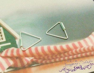 *。漾漾小舖*。簡單時尚三角形針式耳環.925純銀【C805】☆防過敏