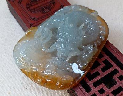 (大妹的店)精品館 天然緬甸A貨翡翠 白冰帶冰黃龍牌掛件(A34826)  水頭超級好 有放實品動態影片 都自然光拍的