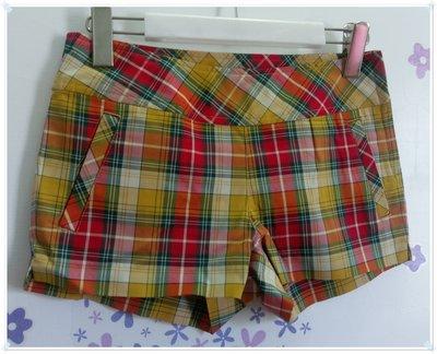 免運促銷。日本Shelter Q(SQ)【全新專櫃商品】紅黃色 時尚英倫風經典格紋側開叉低腰棉質超短褲。M號
