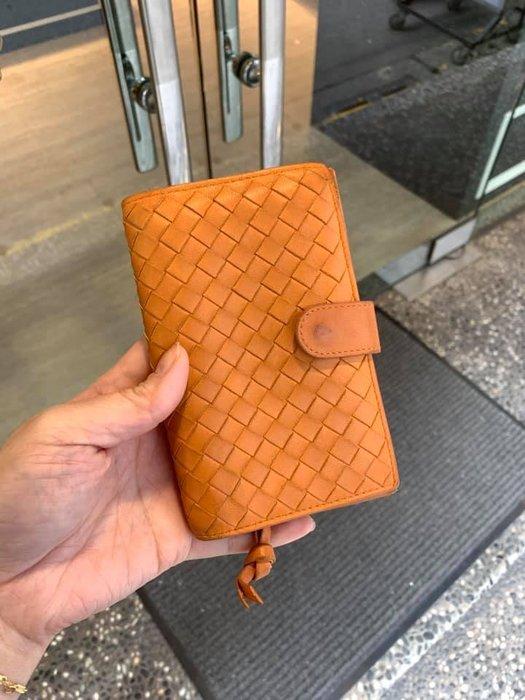 典精品名店 Bottega Veneta BV 真品 121060 橘色 編織 十卡 前後釦 附零錢袋 中夾 皮夾 現貨