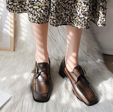SEYES   歐美走秀必備,時尚簡約英倫扣帶方頭粗跟皮鞋