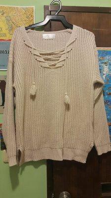 韓版米色微性感前胸抽繩長袖粗針毛衣側邊小開叉