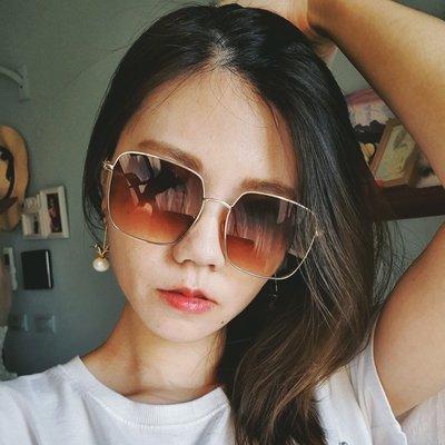 現貨 歐美簡約長方形金色邊框小臉墨鏡太陽眼鏡 大牌類似款 附眼鏡盒抗UV 店長實拍 韓國空運歐美代購 米絲小姐玩時妝