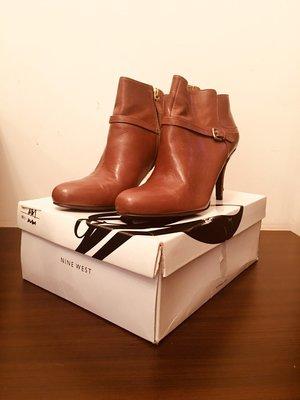 Nine West 咖啡色牛皮短靴