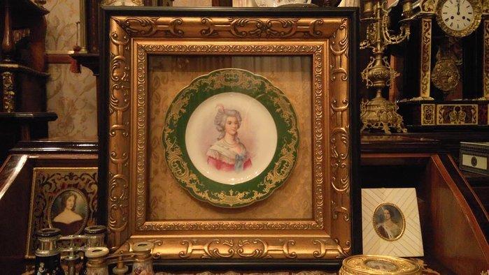 (已售)【家與收藏】頂極珍藏歐洲百年古董名瓷皇家維也納Royal  Vienna風格優雅仕女手繪純金瓷盤