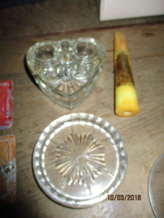 老玻璃..愛心..墨盒....老雜物......半圓鐵盒.....4個